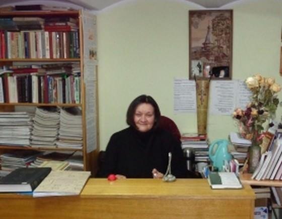 Жанна Пасадская за кафедрой библиотекаря